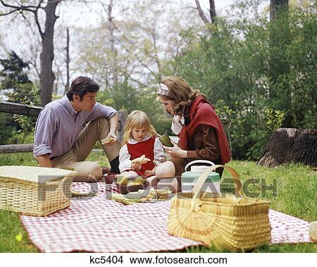 스톡 포토 - 1960S, 1970S, 가족, 어머니, 아버지, 소녀, 봄, 피크닉 ...
