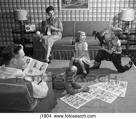 Stock foto 1950s familie 5 wohnzimmer kinder auf for Wohnzimmer 1950
