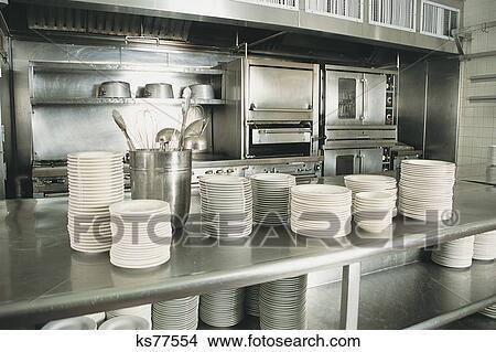 Banque de photo cuisine commerciale ks77554 recherchez for Fourniture de cuisine commerciale