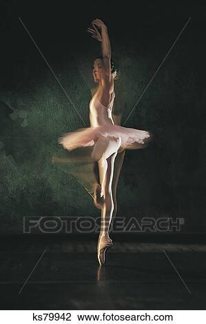Танцовщицы голые фото