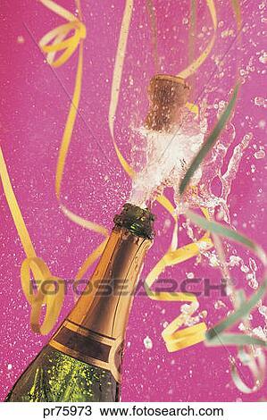 banque de photo bouteille champagne ouverture pendant celebration pr75973 recherchez des. Black Bedroom Furniture Sets. Home Design Ideas