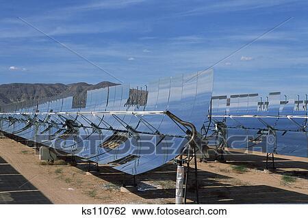Banque de photo centrale lectrique solaire utilisation for Miroir solaire parabolique