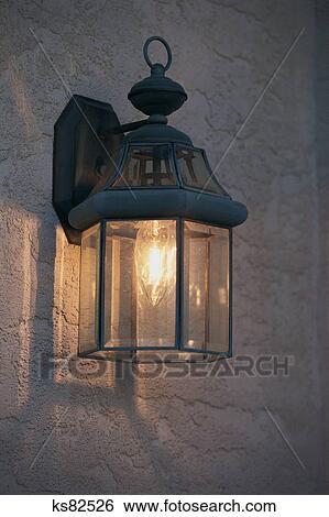 Banque d 39 images immobilier construire restaurer for Lampe dehors