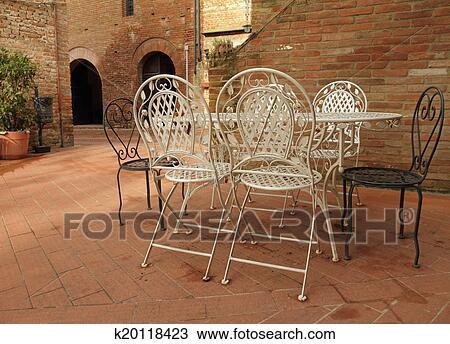 Archivio fotografico vendemmia ferro mobilia giardino for Mobilia in inglese