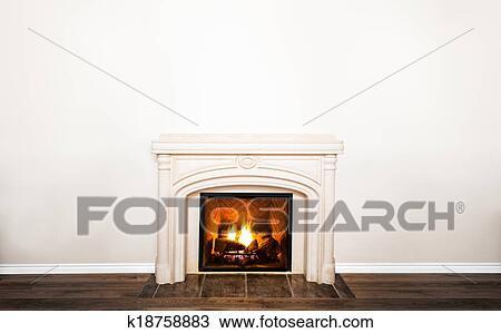 stock foto luxurioes wei er marmor kaminofen und leerer wand k18758883 suche stock. Black Bedroom Furniture Sets. Home Design Ideas