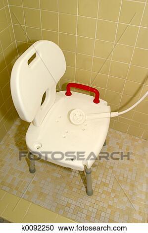 stock fotografie medizinische dusche stuhl 1 k0092250 suche stockfotografien fotos. Black Bedroom Furniture Sets. Home Design Ideas