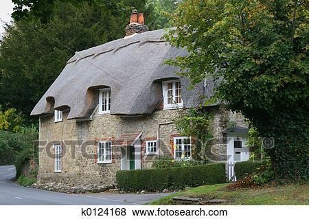 Immagini paese cottage k0124168 cerca archivi for Vecchio cottage inglese
