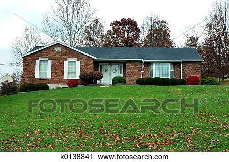 banques de photographies ranch maison dans automne k0138841 recherchez des images des. Black Bedroom Furniture Sets. Home Design Ideas