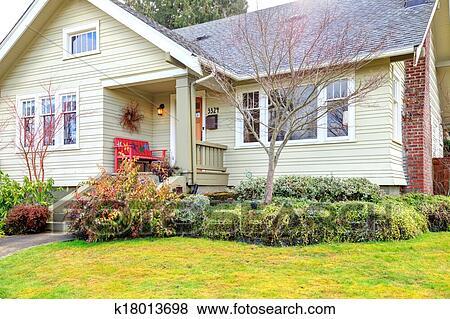 Immagini piccolo portico anteriore con rosso panca for Disegni veranda anteriore