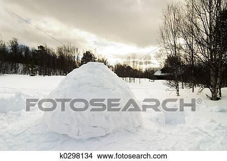 Banque de photo igloo k0298134 recherchez des images for Abri mural norvege