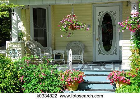 Patio disegno veranda : Archivio Fotografico - casa, veranda, con, fiori. Fotosearch - Cerca ...