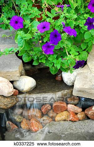 Banque d 39 image rocher fontaine k0337225 recherchez for Rocher jardin japonais