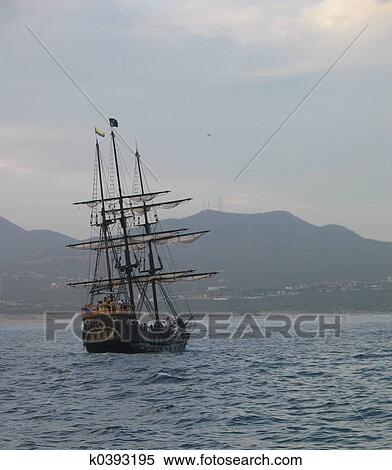 Banque d 39 image pirate bateau k0393195 recherchez des - Voile bateau pirate ...
