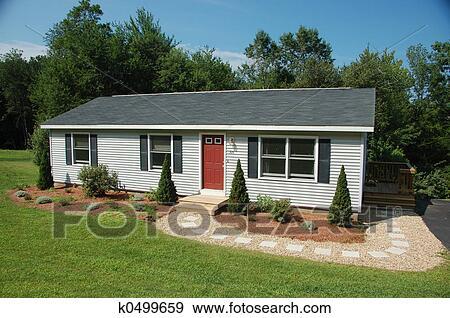 banque de photographies ranch style maison k0499659 recherchez des photos des images des. Black Bedroom Furniture Sets. Home Design Ideas