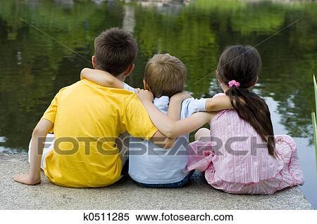 Banco de Imagem - crianças, ligado, lago. Fotosearch - Busca de Fotografias, Fotografia Mural, Fotos Clipart