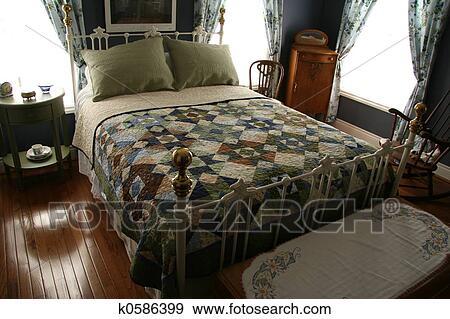stock fotograf bett fr hst ck zimmer k0586399 suche stock fotografie poster bilder und. Black Bedroom Furniture Sets. Home Design Ideas