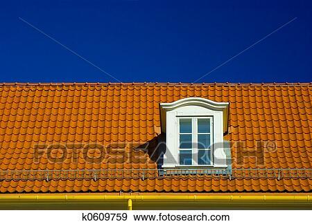 Archivio fotografico abbaino tetto finestra k0609759 for Abbaino tetto prezzi