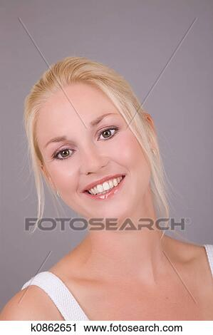 how to smile naturally for photographs