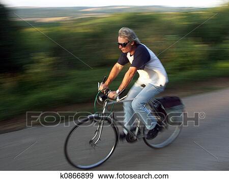 骑自行车的人图片