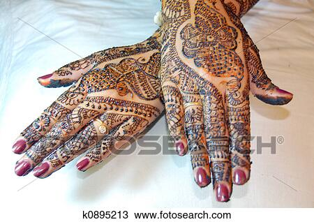 Henna Mehndi Vector : Drawing of henna tattoo design on hands k0895213 search clipart