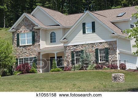 images style colonial maison k1055158 recherchez des photos des images des photographies. Black Bedroom Furniture Sets. Home Design Ideas