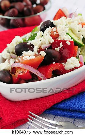 Греческий салат с фото сырым