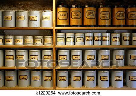 Banque de photo vendange pharmacie bo tes m talliques - Boite a pharmacie mural ...