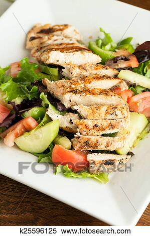 салат из курицы гриль фото
