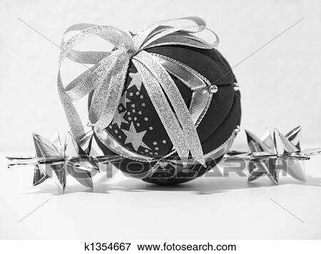 bild weihnachten schwarz wei weihnachtsdeko k1354667 suche stockfotografie fotos. Black Bedroom Furniture Sets. Home Design Ideas