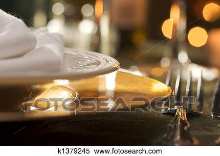 Stock bild elegante abendessensrahmen k1379245 suche for Elegante wandbilder