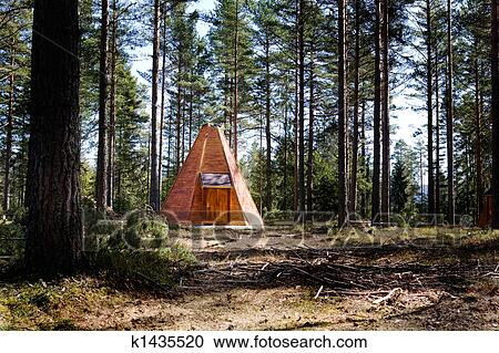 Banques de photographies teepee cabine dans for t for Abri mural norvege