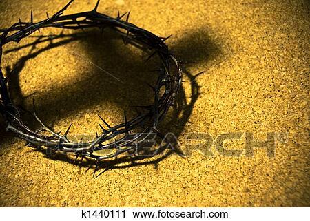 Arquivos de Fotografia - coroa espinhos, com, sombra, de, crucifixos. Fotosearch - Busca de Fotos, Imagens, Impressões e Clip Art
