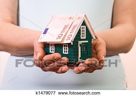 Immagine assicurazione casa concetto con banconote for Aprire piani casa concetto