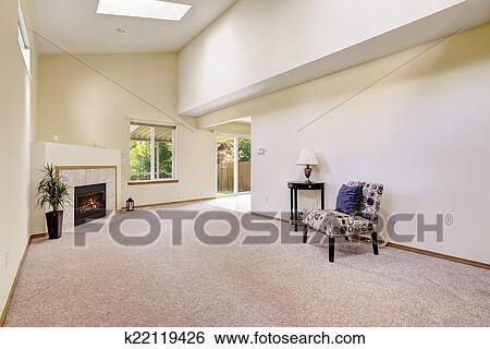 Archivio di Immagini - luminoso, stanza vuota, con, alto, soffitto vaulted, e, lucernario ...