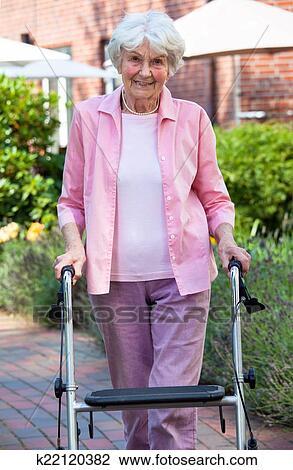 Фото пожилые дамы