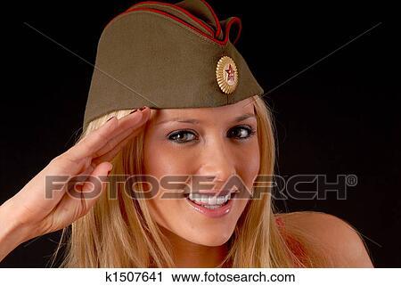 Женщины в пилотках фото
