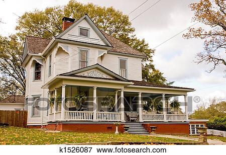 Immagine vecchio casa con piante su veranda for Disegni veranda anteriore