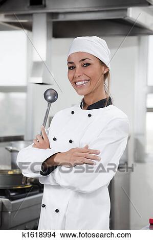 Banque de photo chef cuistot k1618994 recherchez des images des photographies et des photos for Cuisinier un bras
