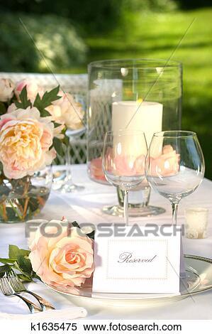 stock bild ort setzen und karte auf a tisch k1635475 suche stockfotos wandbilder. Black Bedroom Furniture Sets. Home Design Ideas