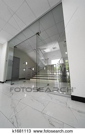 stock foto glas t ren k1681113 suche stock fotografien. Black Bedroom Furniture Sets. Home Design Ideas