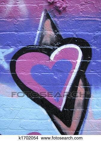 banque de photo pourpre rose c ur peint sur mur k1702054 recherchez des images des. Black Bedroom Furniture Sets. Home Design Ideas