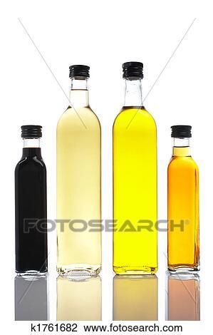 banque de photo bouteilles de huile d 39 olive et vinaigre k1761682 recherchez des images. Black Bedroom Furniture Sets. Home Design Ideas