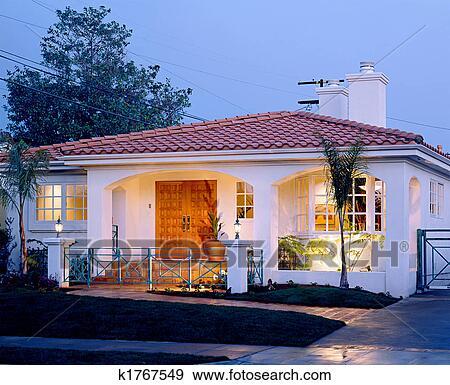 Archivio fotografico residenziale esterno k1767549 - Riscaldare casa ...