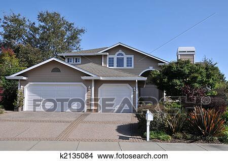 banco de imagem casa com dois garagens k2135084 busca de imagens fotografias mural. Black Bedroom Furniture Sets. Home Design Ideas