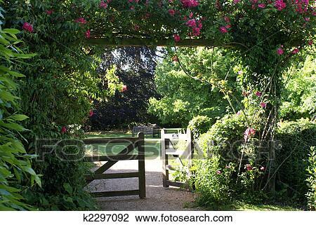 Banque de photo portail entr e dans les vieux for Portail entree jardin
