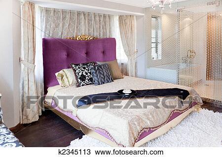 Arkivfoto   konge, størrelse, seng, inn, moderne, soverom k2345113 ...