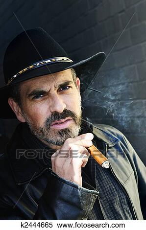 Homme Fumant Une Cigarette Photo stock - Image: 60594789
