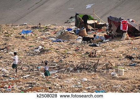 Foto - pobreza, en, frontera. Fotosearch - Buscar fotos e imágenes y fotos Clip Art