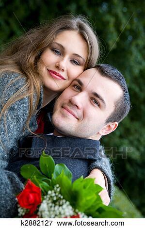 Объявление семейная пара ищет мужчину