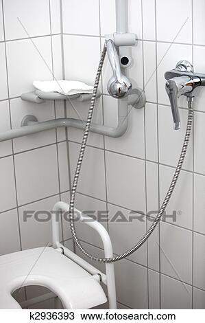 stock foto behinderten toilette und dusche k2936393 suche stock fotografien posterbilder. Black Bedroom Furniture Sets. Home Design Ideas